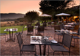 Lunch or dinner at Bakubung Lodge